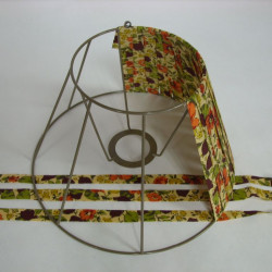 carcasse d'abat-jour avec rubans tendus