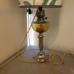 lampe ancienne électrifiée avec du câble torsadé