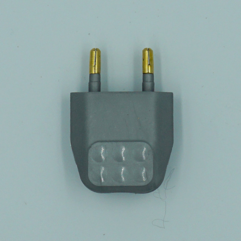 fiche électrique gris argenté