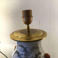 Rotule pour l' électrification d'une lampe. La rotule permet de garder l'abat-jour droit