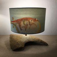 llampe pierre avec abat-jour papier peint poisson
